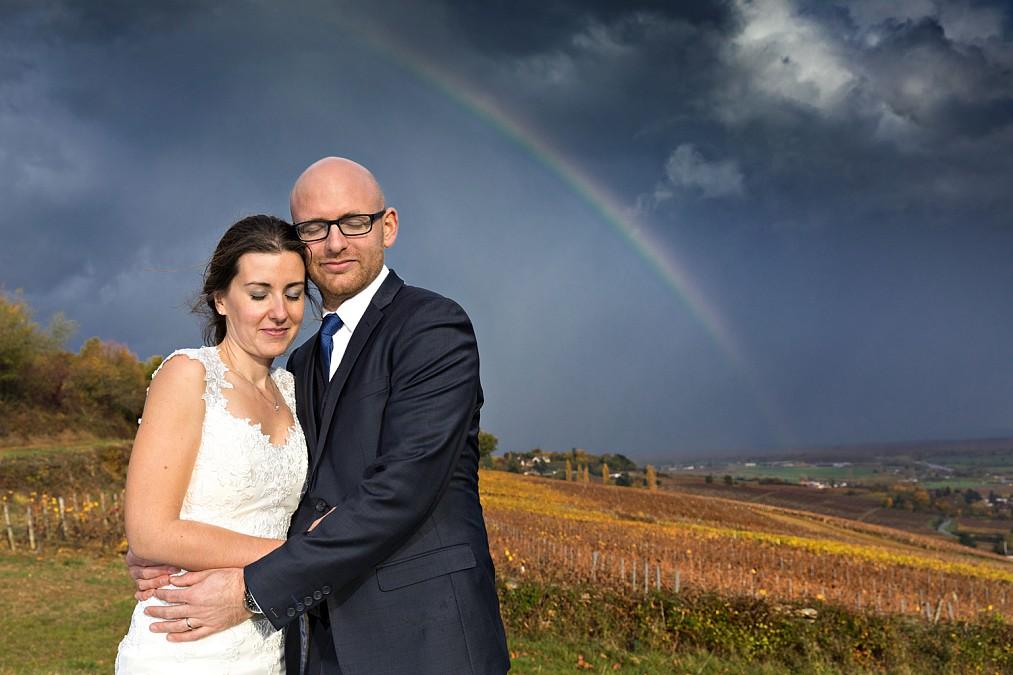Un arc en ciel pendant la séance de photos de couples dans les vignes , gros coup de chance.Alain Dumoux photographe